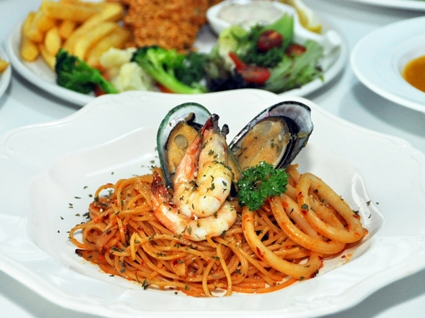 10% Off All item on menu @ MIA'S EATERY
